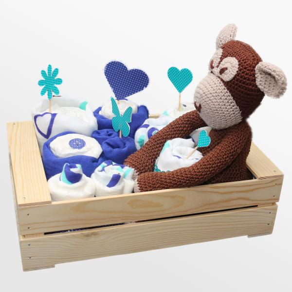 Plenični zabojček, tekstilne krpice in kvačkana opica