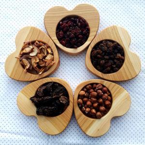 Lesena posoda srce-serviranje
